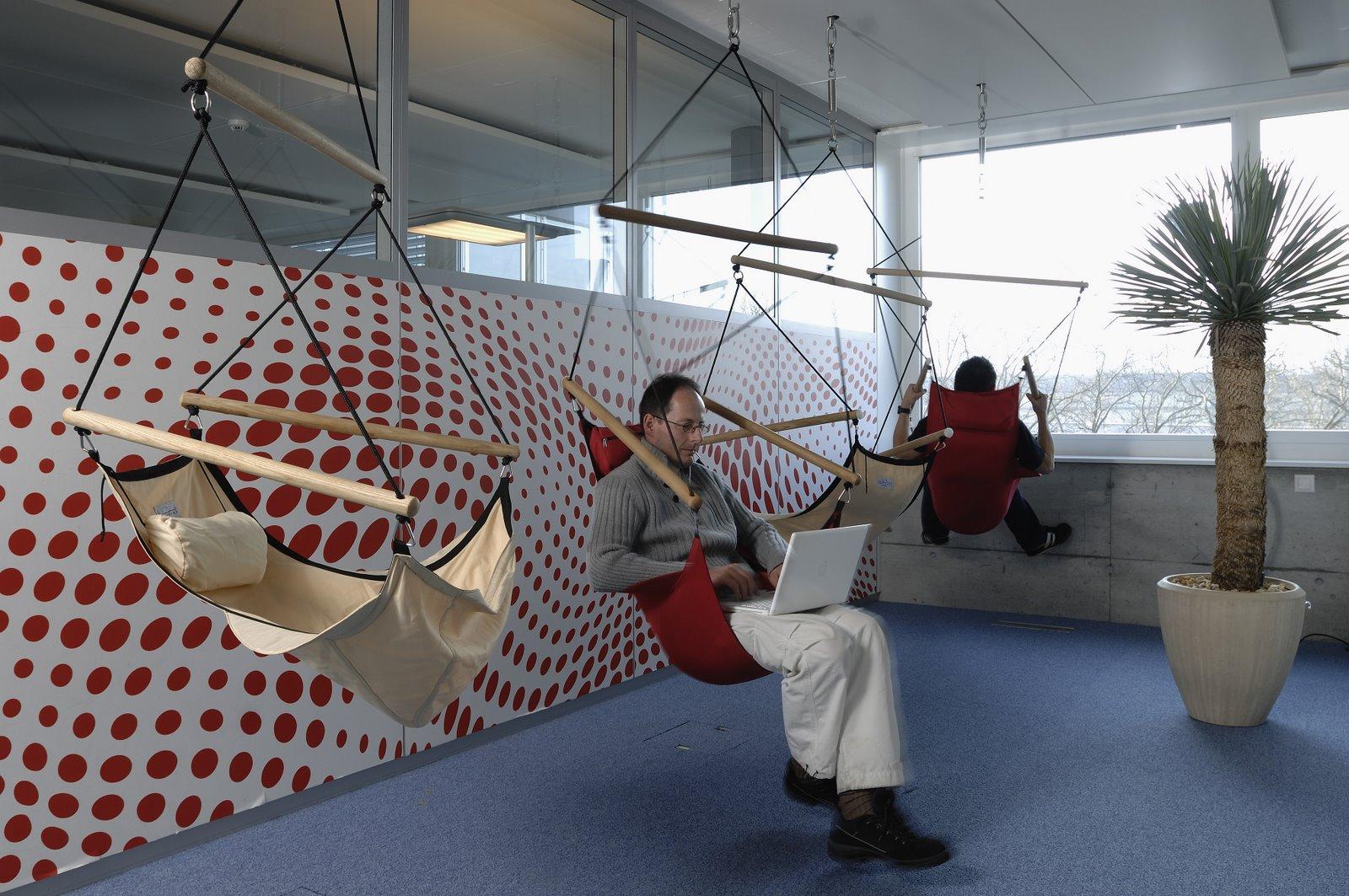 Sièges de détente dans les bureaux de Zurich.