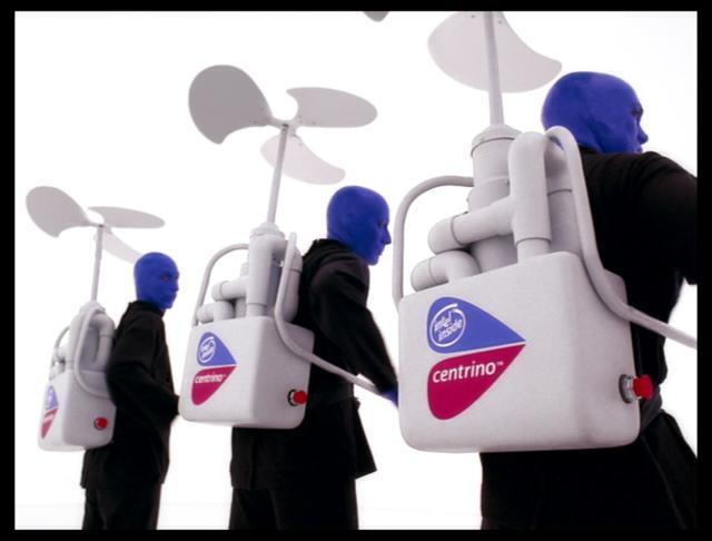 On se souvient bien sûr des spots TV Intel avec le Blue Man group.