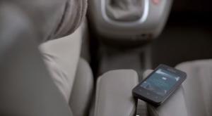 Capture écran du spot TV de la Prévention Routière envers les smartphones.