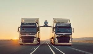 "Screenshot de la campagne ""The Epic Split"" par Volvo Trucks"
