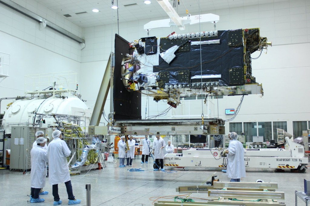 Le satellite de Facebook en construction