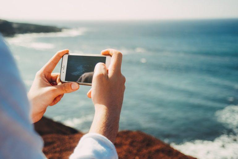 reseaux-sociaux-comportements-ete-sport-voyage