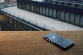 Apple aurait cherché à intégrer des puces modems estampillées Qualcomm à ses derniers iPhone... sans succès, Qualcomm ayant prétendument refusé de lui en vendre.