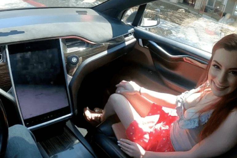 Tesla Model X fait aussi de décor porno