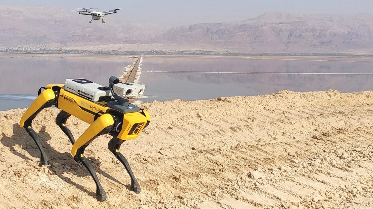 Des capteurs et des caméras peuvent s'ajouter à des une flotte de robot déjà présente.