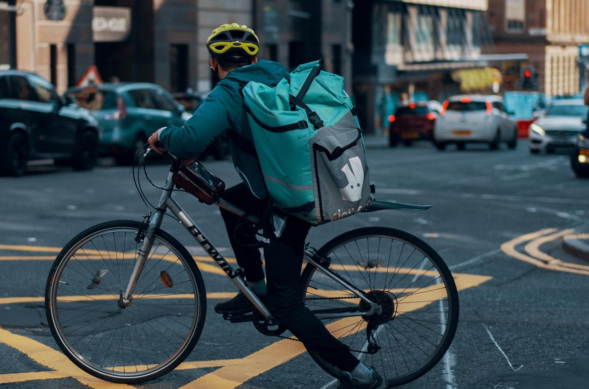 Deliveroo, Glovo et Uber Eats en Espagne devront salarier leurs livreurs.